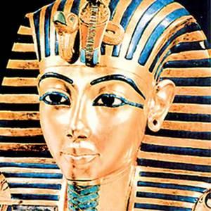 slávna zlatá posmrtná maska Tutanchamona