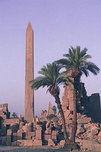 dokončený obelisk Hatšepsuty v chráme v Karnaku (Luxor)