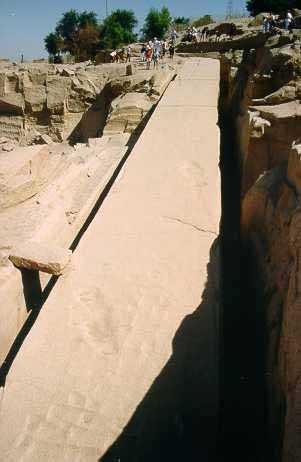 nedokončený obelisk v žulovom lome v Asuáne