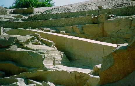 žulový obelisk kráľovnej Hatšepsut v Asuáne