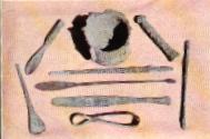 chirurgické nástroje naživo v káhirskom múzeu